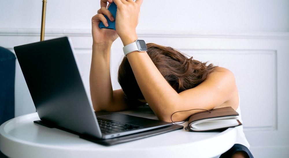 Burnout universitario, ¿qué es y cómo manejarlo?
